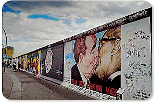 Busparkplatz East Side Gallery