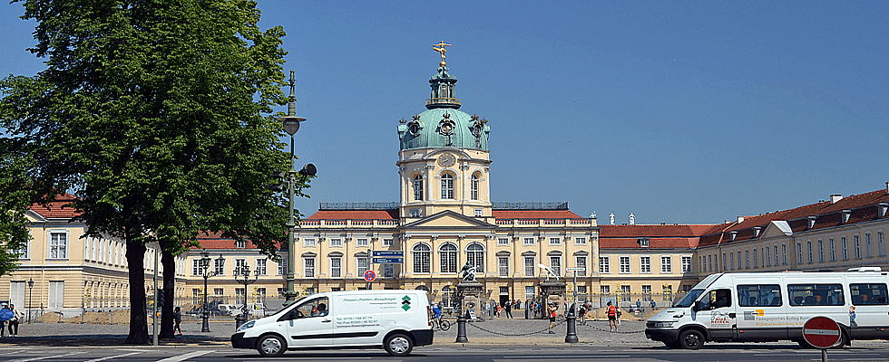 Busparkplatz am Schloß Charlottenburg in Berlin